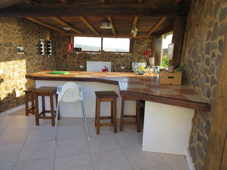 Offene Küche der Luxury Yurt Suite auf der Finca de Arrieta