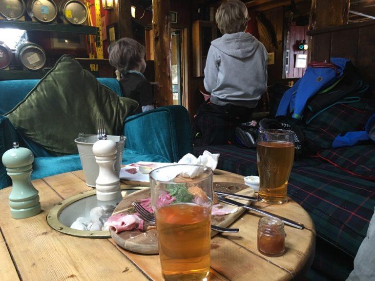 Im Pub New Inn, Tresco