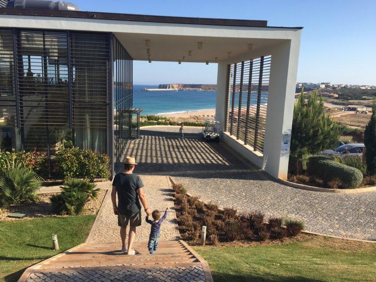 Rezeption Martinhal mit Blick auf den Strand